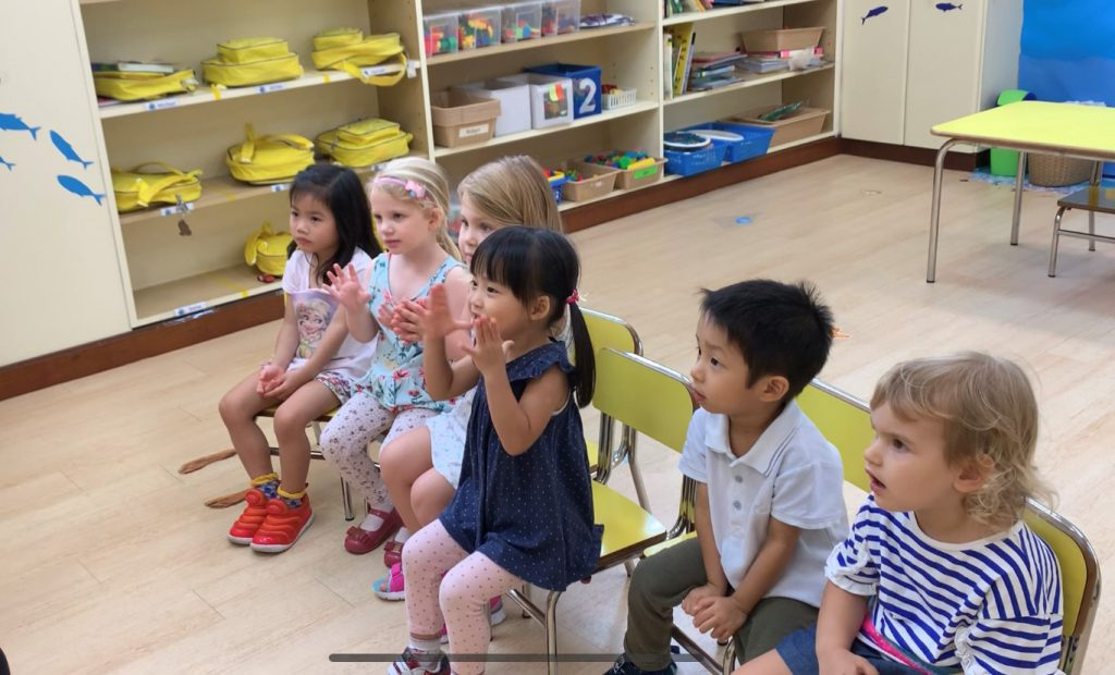 Toddlers in English class diverse